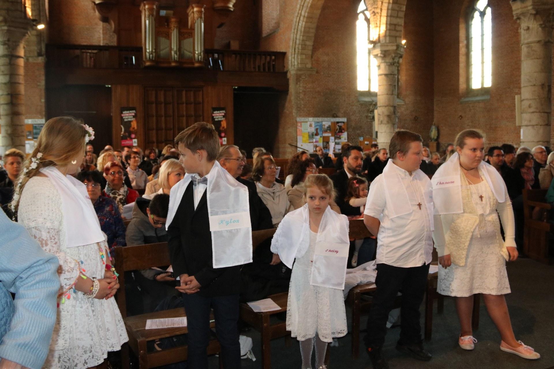 1905_Célébration de baptêmes (7 -12 ans) 112