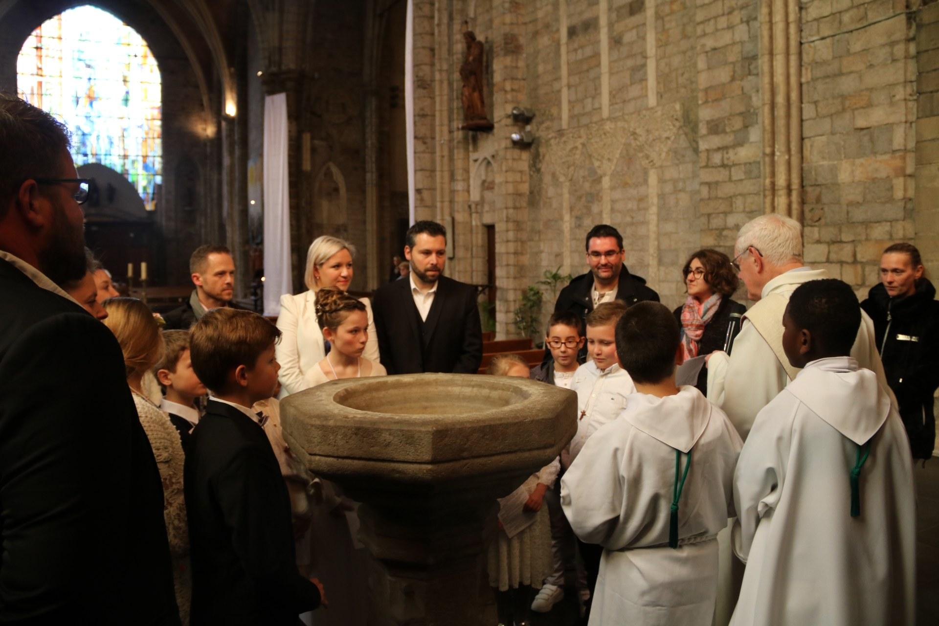 1905_Célébration de baptêmes (7 -12 ans) 37