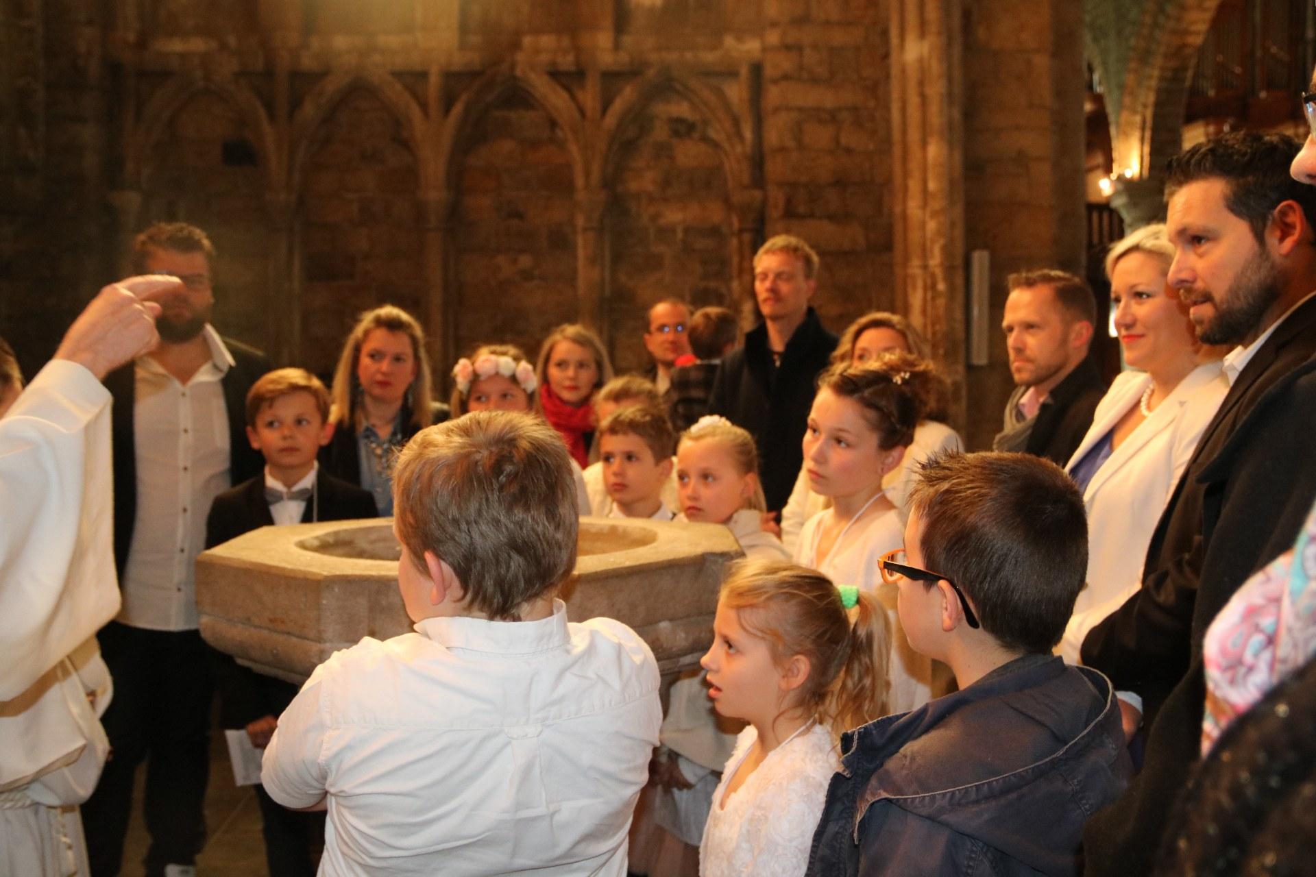 1905_Célébration de baptêmes (7 -12 ans) 40