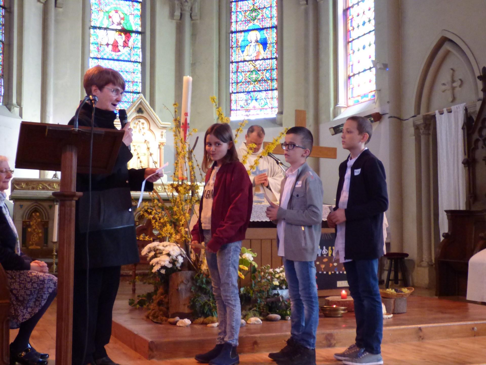 1eres communions Neuville 2018 (39)