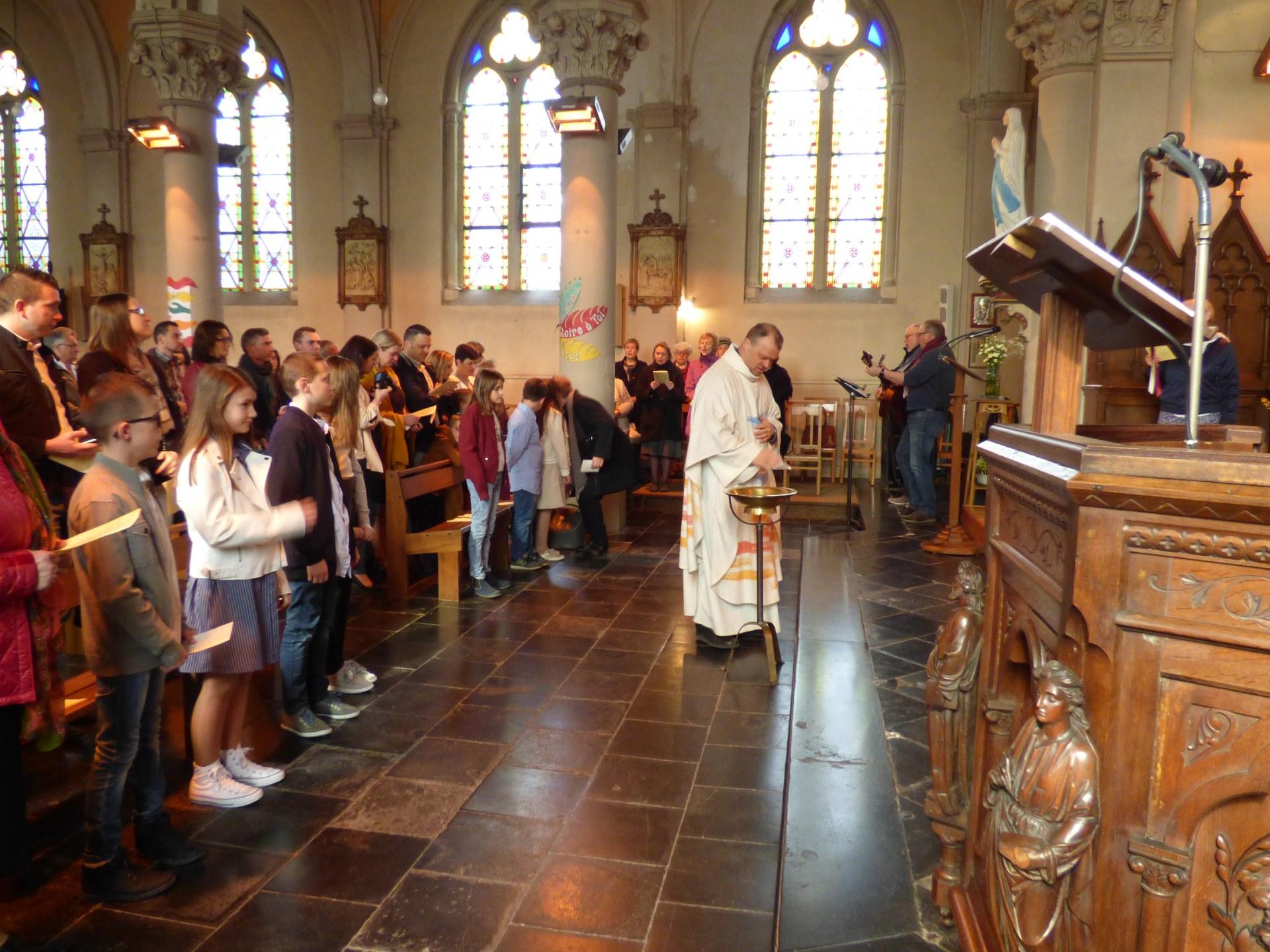 1eres communions Neuville 2018 (8)