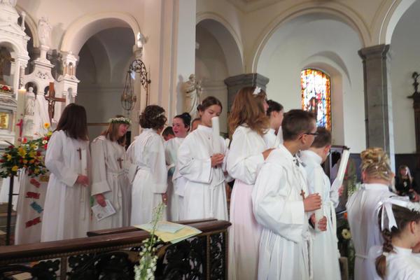 Bon courage! les jeunes! pour suivre le chemin avec Jésus dans l'Amour de tous!...