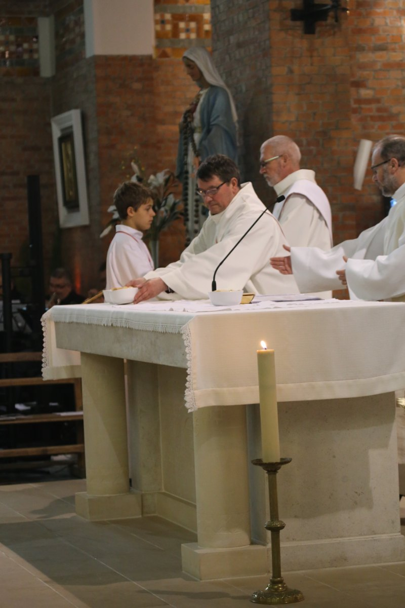 2015 11 22 Ordination Diacres (308)