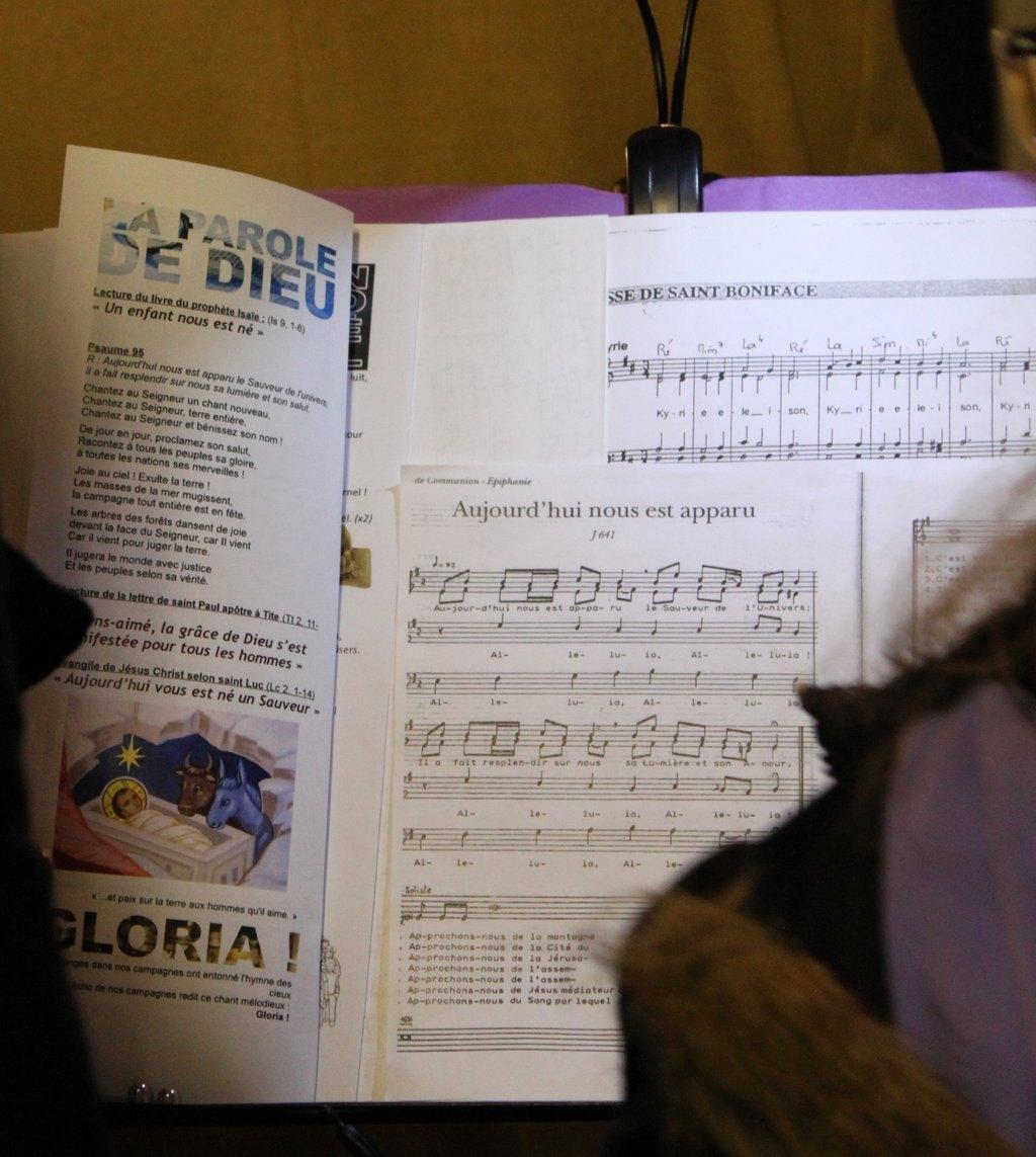 4 semaines sans Gloire à Dieu : que cela fait du bien de chanter, jouer, louer : Glo o o o o ria in excelsis Deo ... Glo o o o o ria !