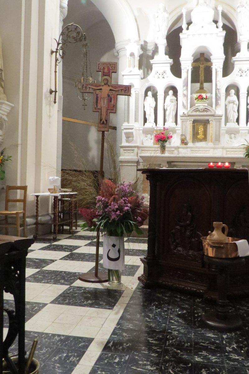 Une église fleurie pour accueillir chacun