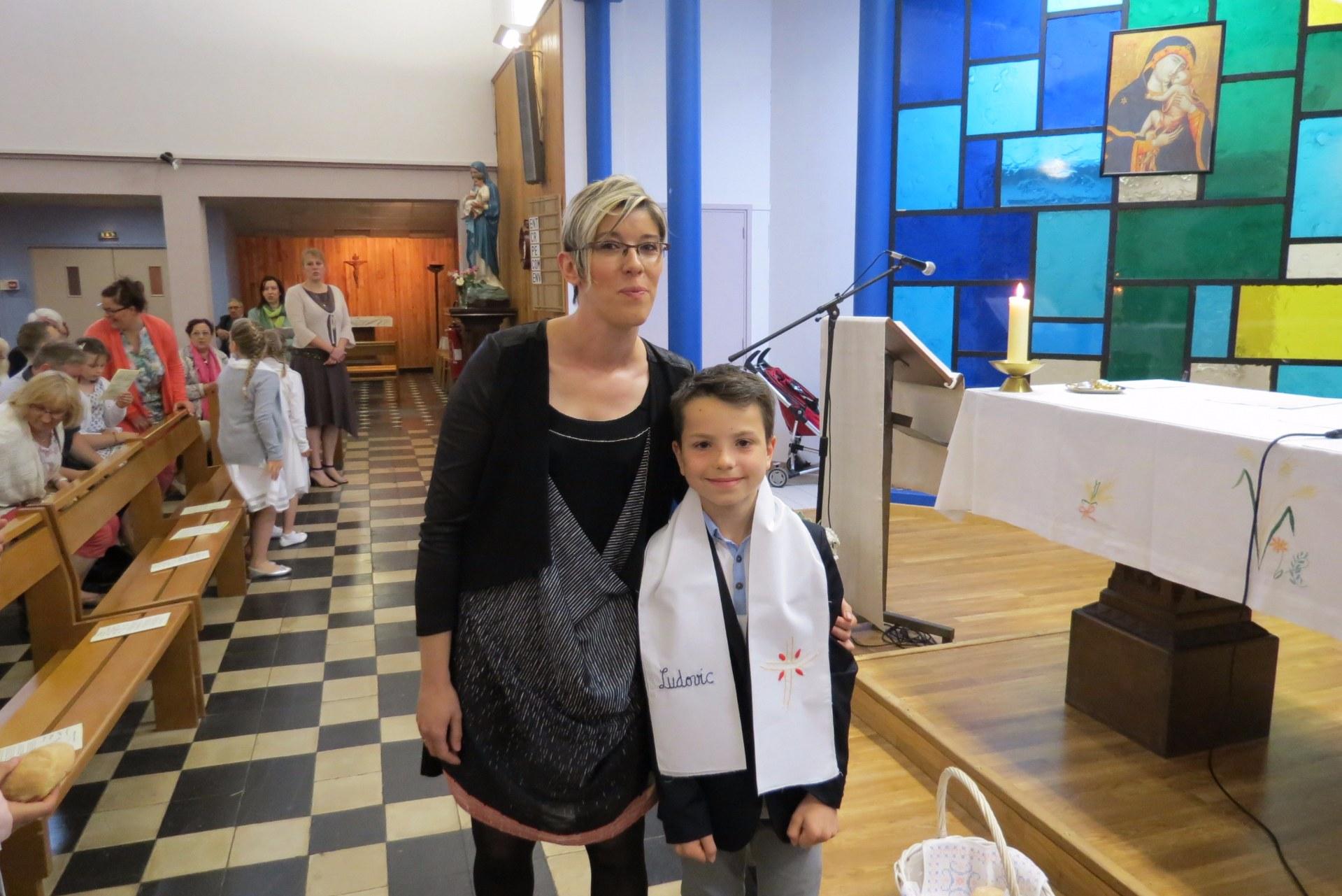2016-05-29 premieres communions (51)