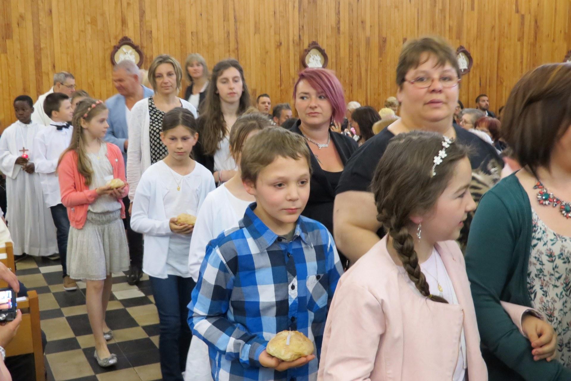 2016-05-29 premieres communions (54)