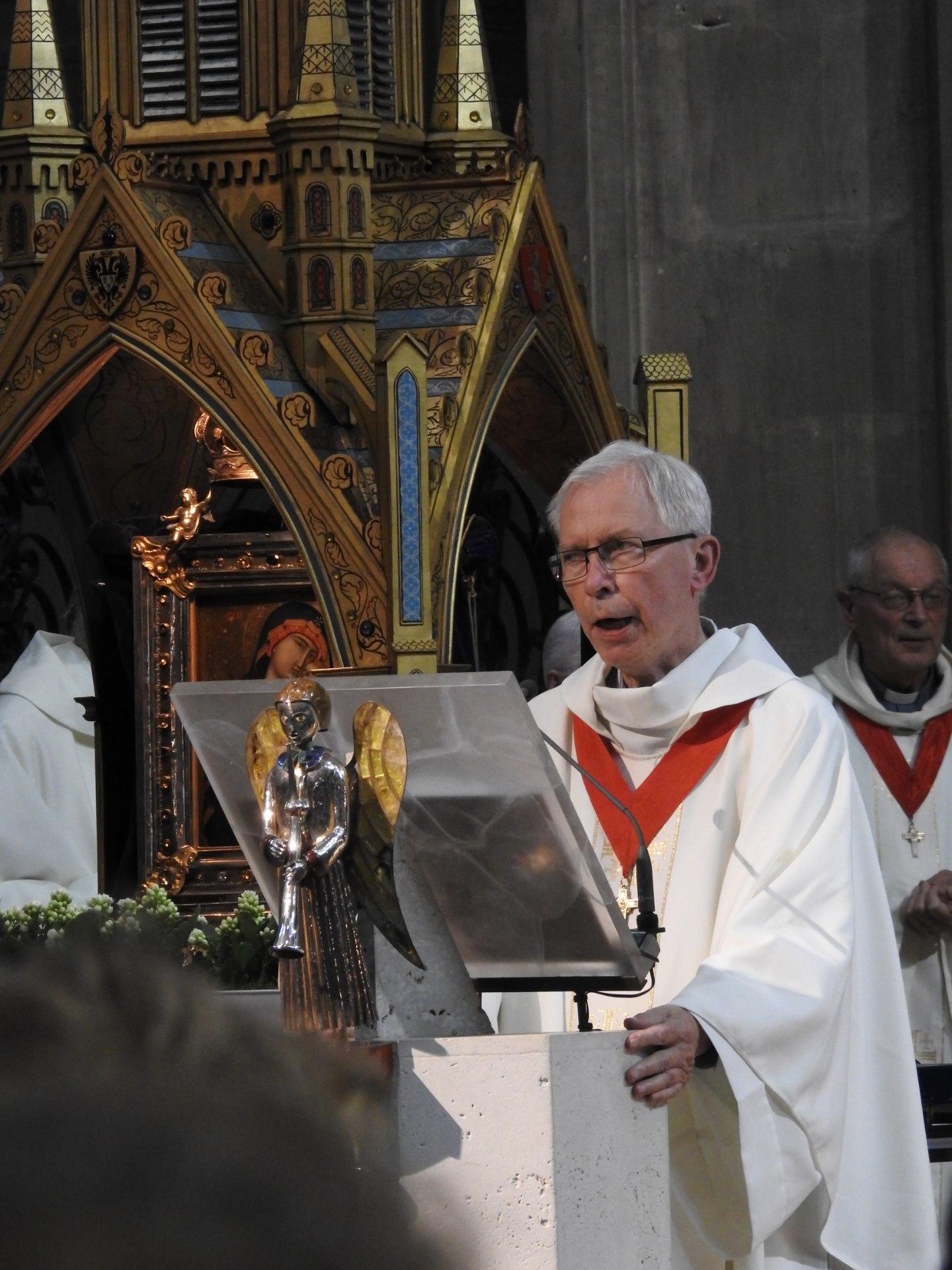 l'abbé Bernard Dame, doyen du chapitre