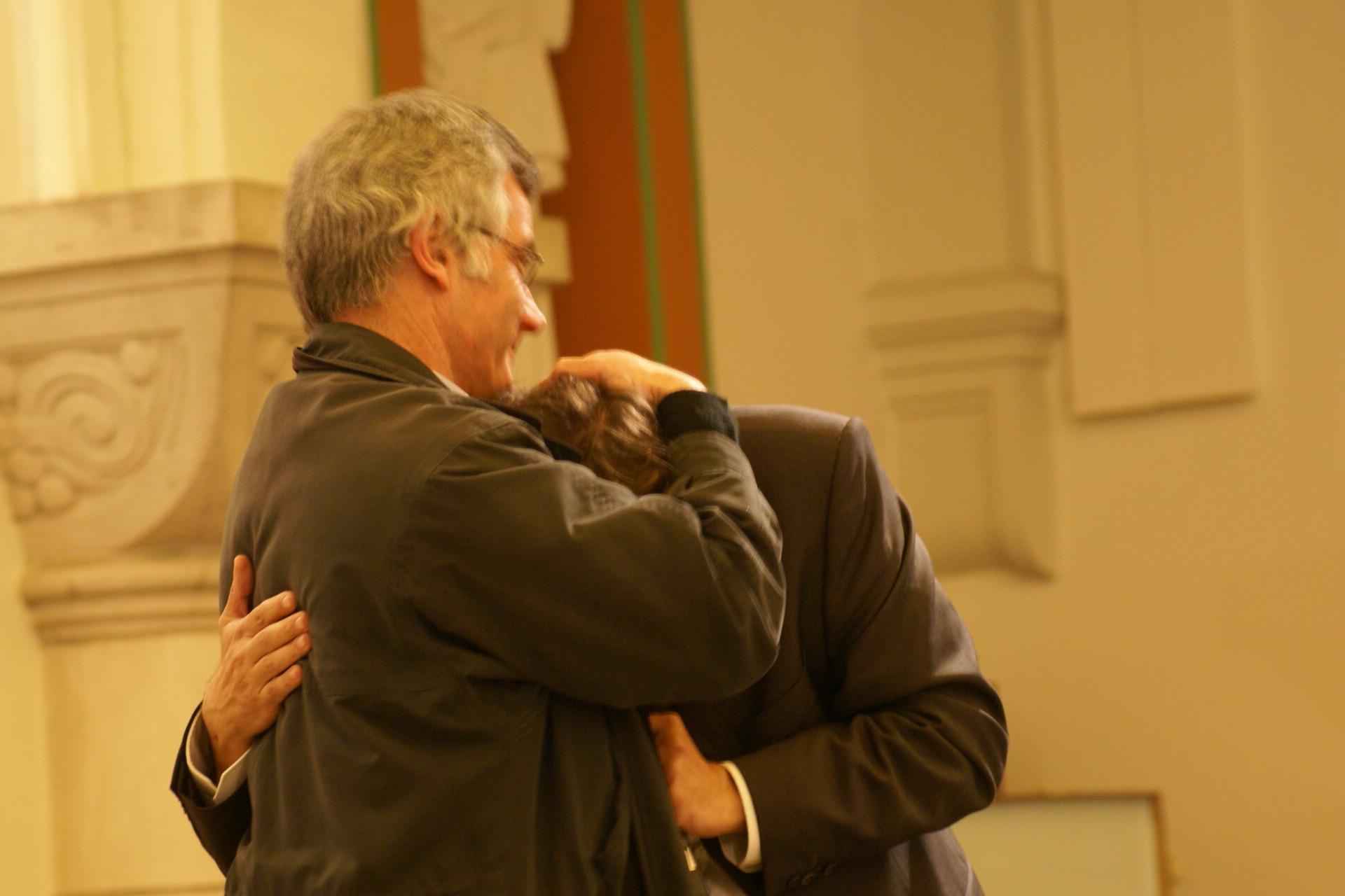 Comme Jean, le bien aimé du Christ, laissez reposer votre tête sur le coeur de Jésus... mise en scène Bernard et Thierry
