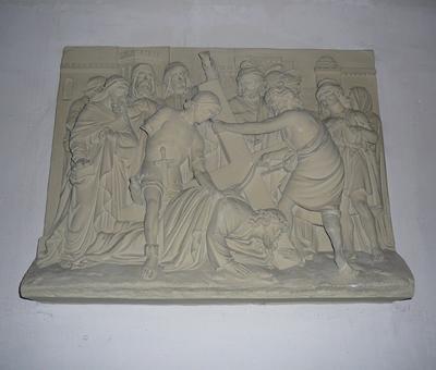 Jésus tombe sous le poids de sa croix