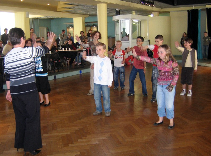 La danse d'Hélène par l'équipe du Calvaire
