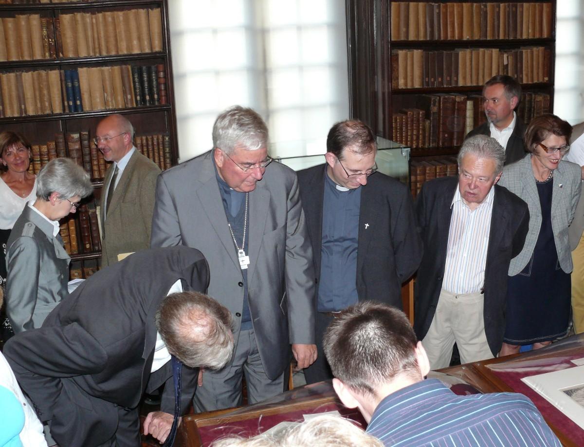 Monseigneur Garnier, M le Maire à la découverte de l'exposition