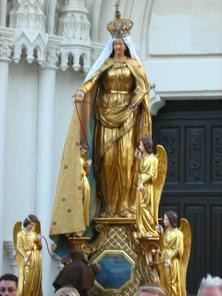 Veillée tour jeunes - devant la basilique Saint Co