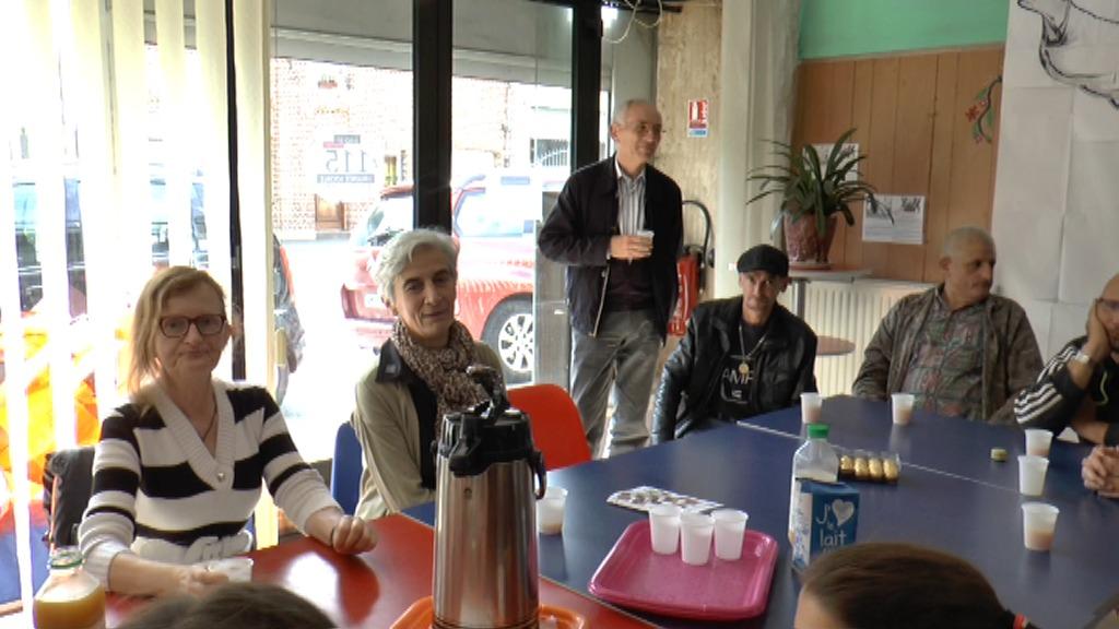 """accueillie autour d'un """"café"""" par les bénévoles et les accueillis de la Pause."""