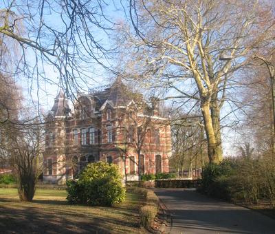 Château de Lorette au milieu d'un parc. (services municipaux)
