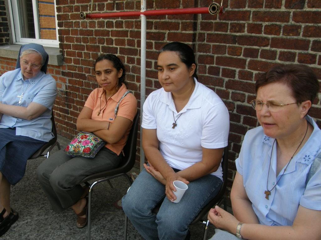 Communauté franciscaine, les oblates de Marie, d'Abscon et 2 soeurs du Honduras, Julia et Suyapa