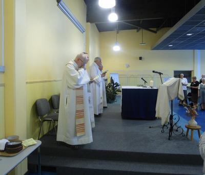 l'eucharistie présidée par Mgr Garnier