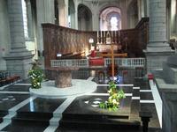 L'autel vu de la nef