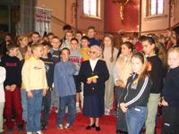 soeur Marie-Claire avec les enfants