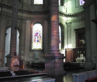 La nef se voile...mais la mise au tombeau reste visible