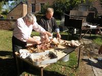 Préparation du cochon nourricier...