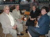 Sr Marie-Dominique et des anciens