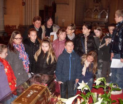 Les enfants du cate et les reliques (2).JPG