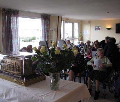 Les reliques a la maison de retraite ARIANE (3).JP