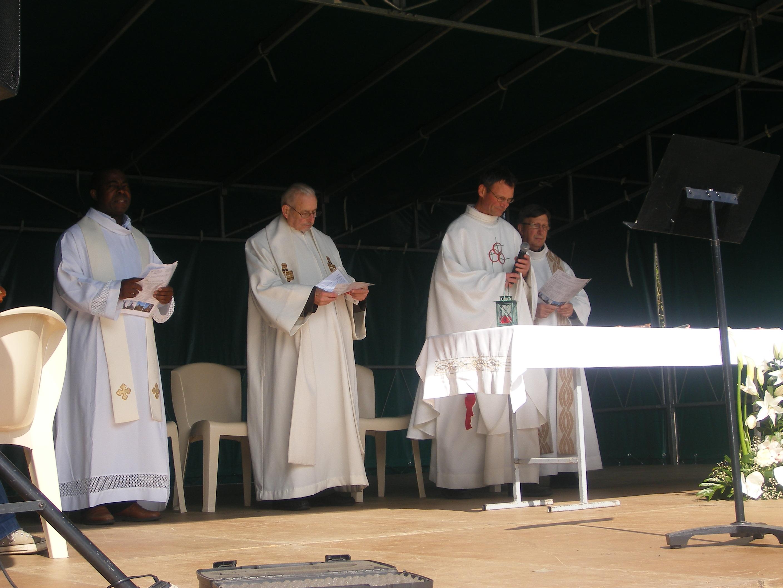 4 prêtres pour une belle célébration