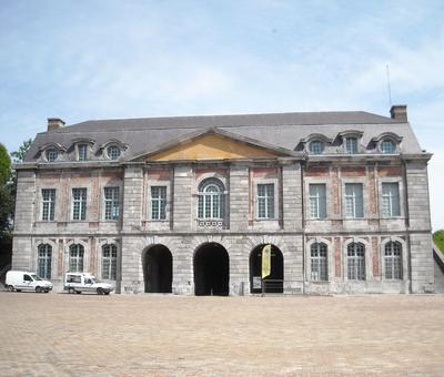 Maubeuge porte de Mons (1).JPG