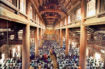 Phat-Diem-Cathedral-Ninh-Binh-messe_journaliere