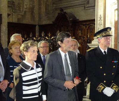 Le sous-préfet et les maires attendent.