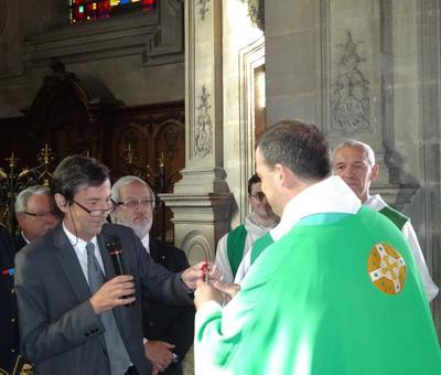 Le maire de Cambrai remet les clefs des trois églises appartenant à la ville