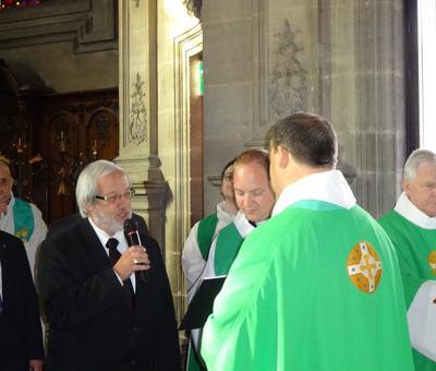 Le maire d'Escaudoeuvres remet la clef de l'église Saint-Pierre