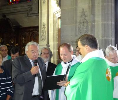 Le maire de Proville remet la clef de l'église ST Aubert