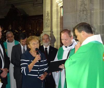 La maire de Raillencourt-Ste Olle remet la clef de ND de Lourdes
