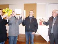 La prière avec 3 catéchumènes et Mgr Garnier