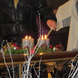 La quatrième bougie de ce temps de l'Avent, dernière étape de notre marche vers Noël, est allumée.