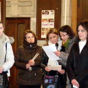 Au milieu des catéchumènes, Emmanuelle, Maurizia et Christelle.