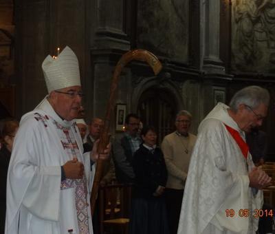 Mgr Garnier précédé de Mgr Denis Lecompte                                                        Mgr Garnier précédé par Mgr Denis Lecompte