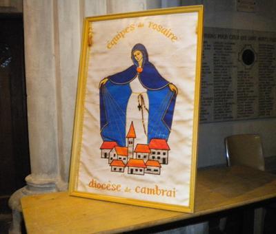 10 Banniere des Equipes du Rosaire