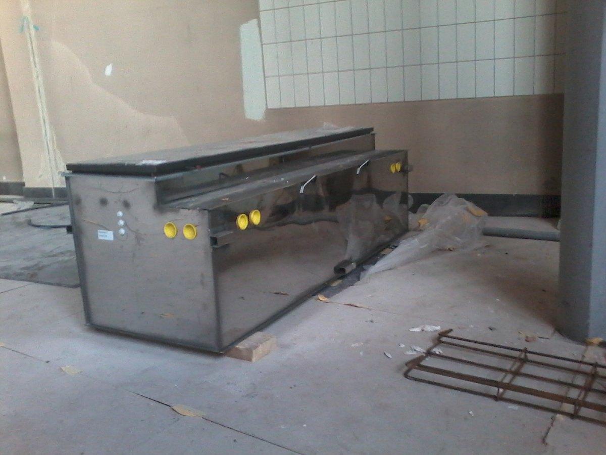 Les échangeurs de chaleur. Ils recevront de l'eau chaude depuis la chaudière et souffleront de l'air chaud. Au nombre de 8, ils sont installés dans le sol de l'église.