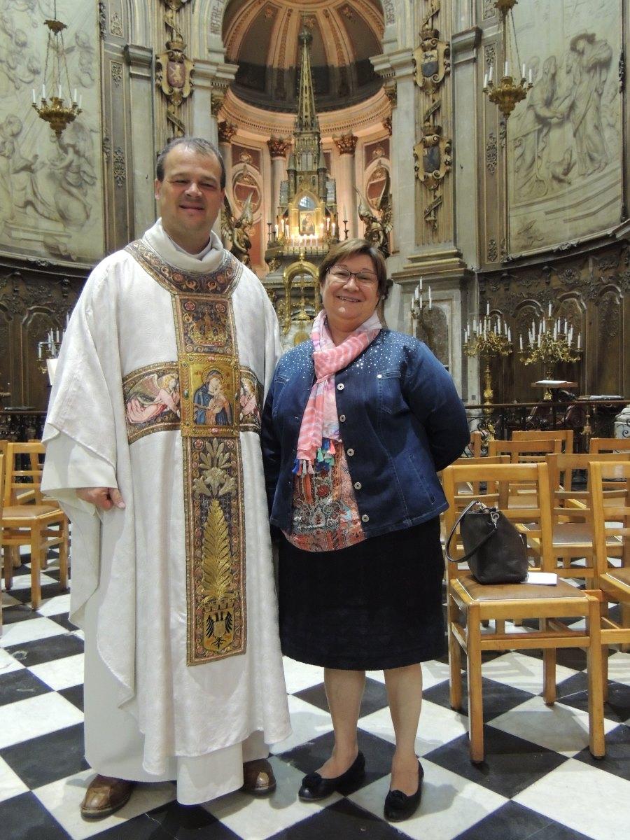 """le doyen et """"Gloria"""" responsable de la communauté portugaise"""