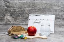 Diet Meal Grey Background with Calendar (Fastenzei