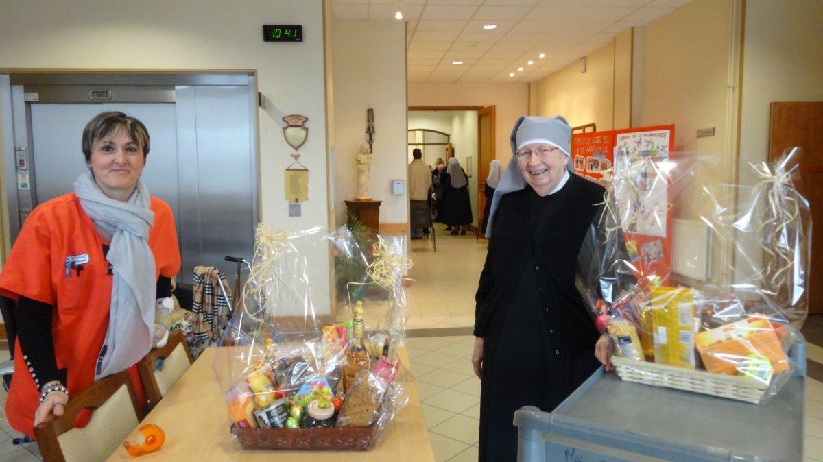 A la sortie,vente pour aider les jeunes des JMJ à Cracovie