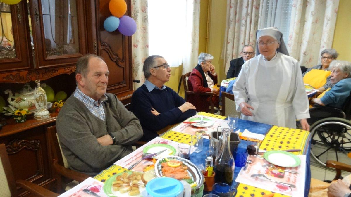repas partagé avec les résidents