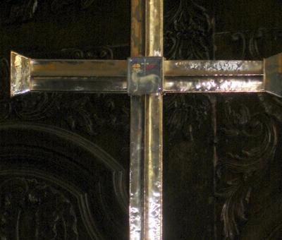 l'agneau de la croix de procession