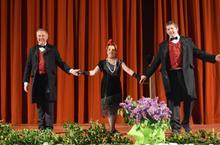 début des festivités avec Bernard, Émilie et le Père Matthieu