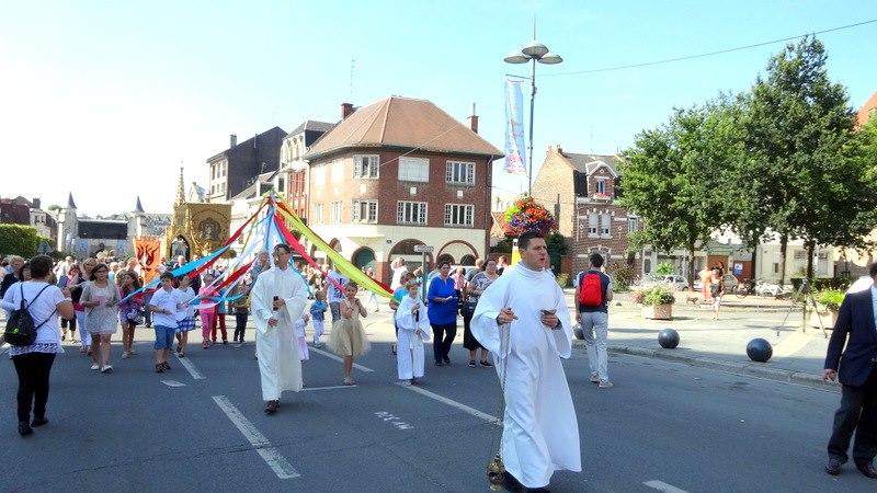 procession vers la Porte Notre-dame