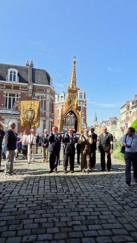 Arrivée à la Porte Notre-Dame